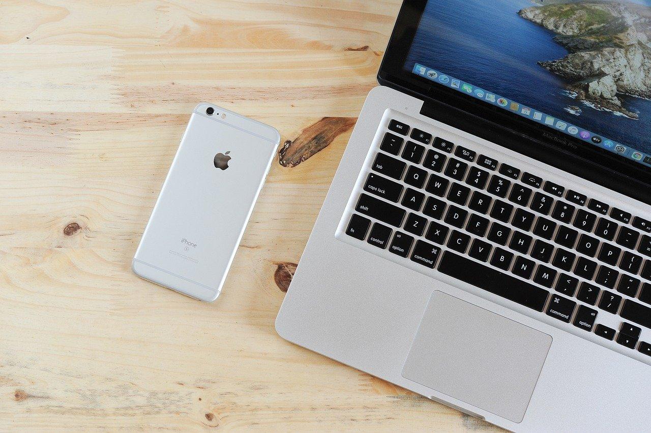 Laptop Mobile Phone Table Phone  - kieutruongphoto / Pixabay
