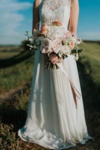 Bride Wedding Dress Bouquet Flowers  - OlcayErtem / Pixabay